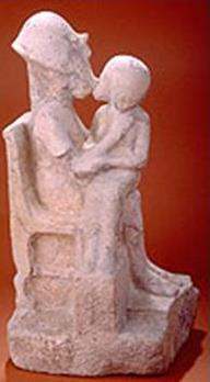 Akhenaten_Kissing_His_Daughter