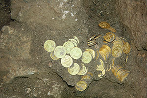 Gold_Coin_Hoard_in_situ
