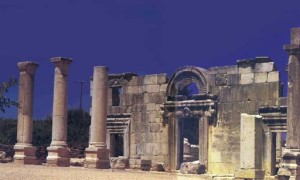 """Steven Fine. """"Did the Synagogue Replace the Temple?"""" Bible Review 12, 2 (1996)."""
